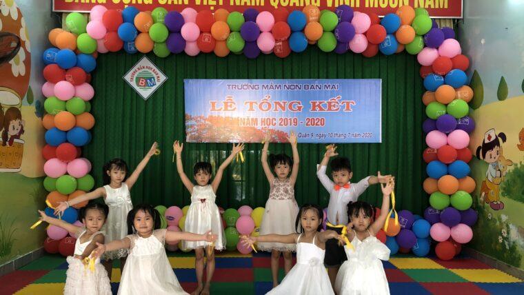 """Tiết mục múa """"Em yêu trường em"""" Lớp Lá – Lễ tổng kết năm học 2019-2020"""