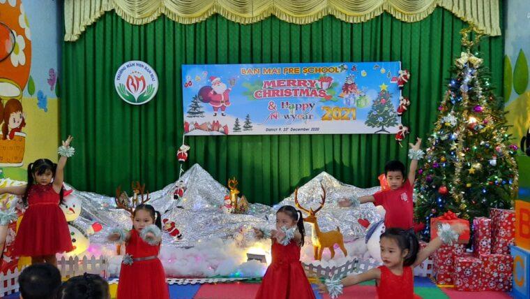 Ban giám hiệu trường mầm non Ban Mai tổ chức thành công Lễ hội giáng sinh và chào đón năm mới 2020.